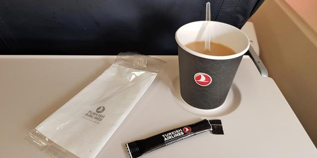 פסיקה באירופה: נשפך עליכם קפה בטיסה? תוכלו לתבוע פיצויים