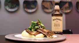 מנת ג'ק דניאלס במסעדת אמש, צילום: אמיר יעקבי