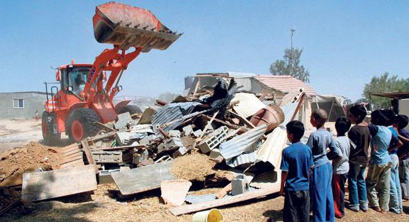 הריסת בנייה לא חוקית ביישוב הבדואי טראבין אלסאנע