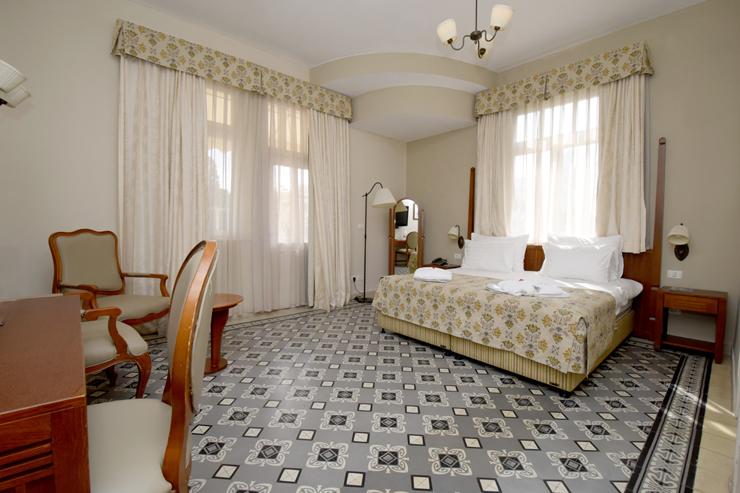 חדר שינה במלון קולוני