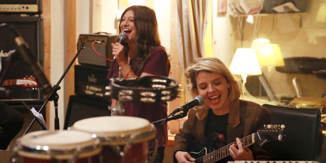 הכיף שבלהיות אחר: הילה רוח תארח את קורין אלאל במופע שלה בפסטיבל הפסנתר