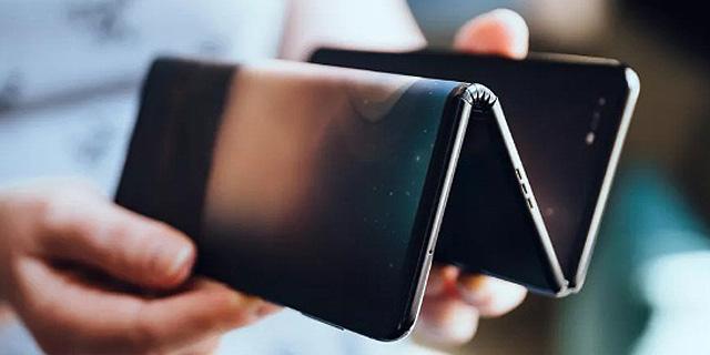יש מכשירים זיגזג: TCL חשפה עיצוב יצירתי לסמארטפון מתקפל