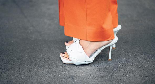 סנדלים לבנים, צילום: Getty Images