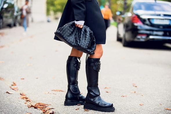 מעיל, תיק ומגפיים, צילום: Getty Images