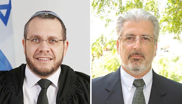 """מימין: עו""""ד אמיר ארבל כיטוב. משמאל: השופט אילן סלע. ידוע כי אונייה בים מתנדנדת, צילום: אורי ברק, wikimedia"""