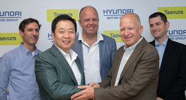Hyundai and Taavura execs at the signing of the agreement. Photo: Yossi Aloni
