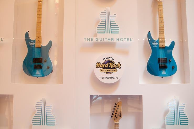 גיטרות בקפה, צילום: איי פי