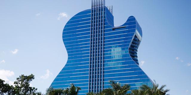 גיטאר קראש: מלון הארד-רוק קפה בצורת גיטרה נפתח בפלורידה