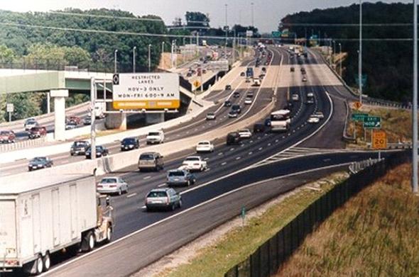 בכבישים בווירג'יניה שעליהם מבוסס הפרויקט בישראל, נתיב הקארפול נמצא באמצע הכביש. בבוקר הוא משמש את הנוסעים אל העיר ובערב אל מחוץ לעיר. כמו כן, הנתיב מופעל רק בימי חול