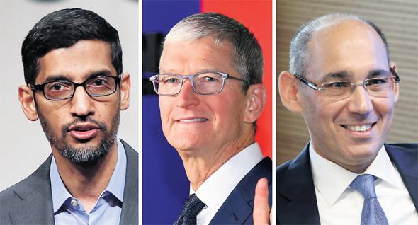 """מימין: נגיד בנק ישראל פרופ' אמיר ירון, מנכ""""ל חברת אפל טים קוק, מנכ""""ל גוגל סונדאר פיצ'אי"""