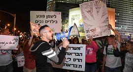 הפגנה נכים מחאה השוואה קצבאות שכר מינימום צומת עזריאלי חסימה כבישים, צילום: יאיר שגיא