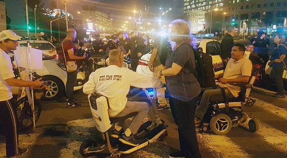 """מחאת הנכים במחלף השלום בת""""א, צילום: צילום: אמיר אלון"""