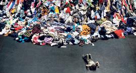 מוסף שבועי 7.11.19 פשע אופנה ערימת בגדים טקסטיל, צילום: רויטרס