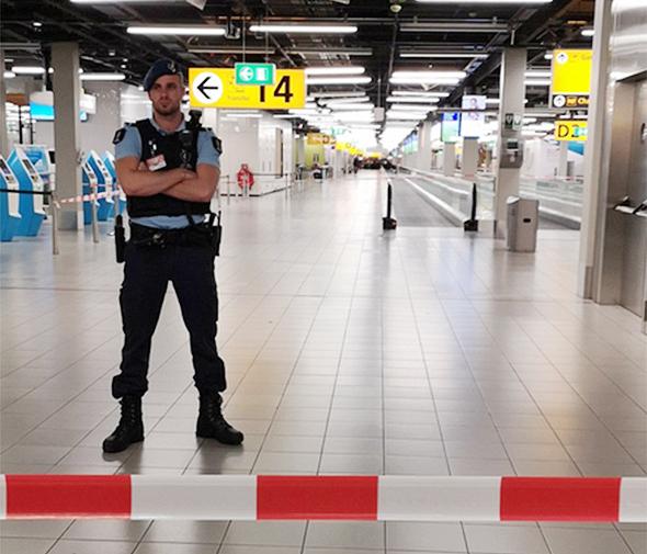 שדה התעופה סכיפהול הולנד הערב