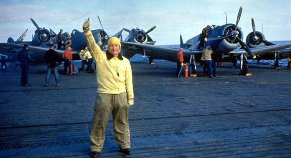 מטוסי דונטלס על סיפון נושאת מטוסים