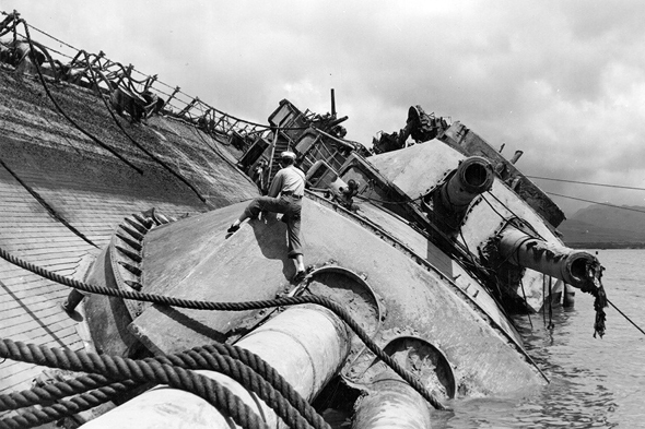 מלח אמריקאי על אוניית מערכה שטובעה בקרב מידוויי; התוקפים חיפשו את נושאות המטוסים