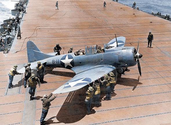 מפציץ דונטלס על נושאת מטוסים אמריקאית, צילום: Media Drum World
