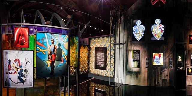 הצלם טים ווקר מציג תערוכה חלומית היישר ממרתפי מוזיאון ויקטוריה ואלברט