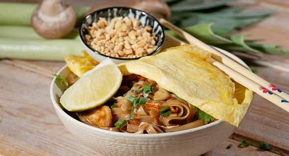 מנת פאד טאי עוף של המסעדן תאופיק חינאווי , צילום: יפית בשבקין