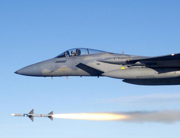 """פספוסים לא טיפוסיים. F15 משגר טיל מונחה מכ""""מ"""