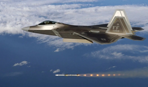 F22 משגר טיל אמראם, צילום: USAF