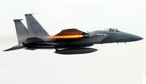 עד שמונה טילים. F15C משגר טיל, צילום: USAF