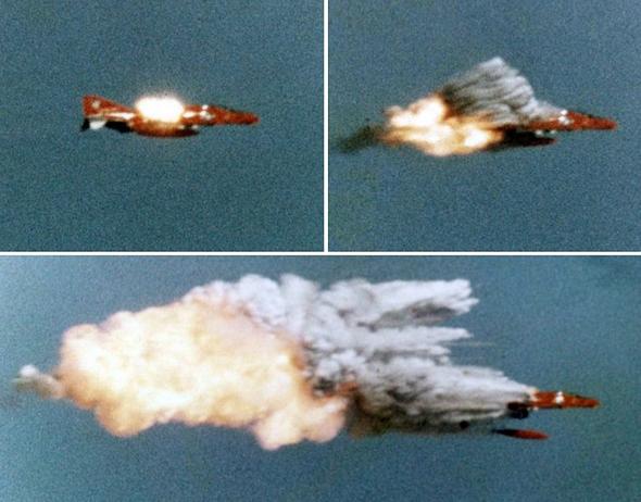 פגיעת טיל במטוס פאנטום במסגרת ניסוי, צילום: USN