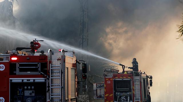 מפעל המזרנים הולנדיה בשדרות עולה באש