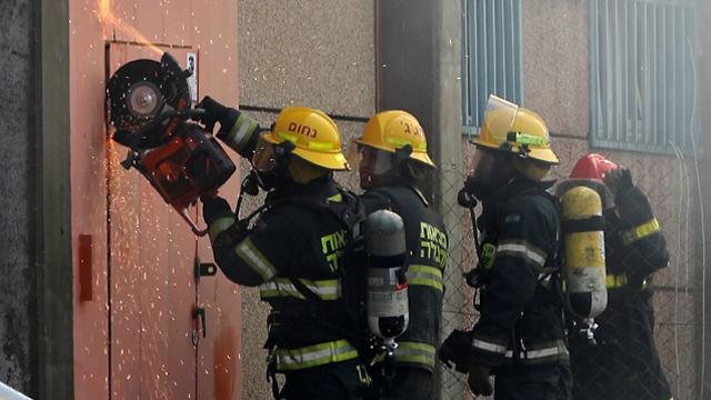 מפעל המזרנים הולנדיה בשדרות עלה באש , צילום: רויטרס