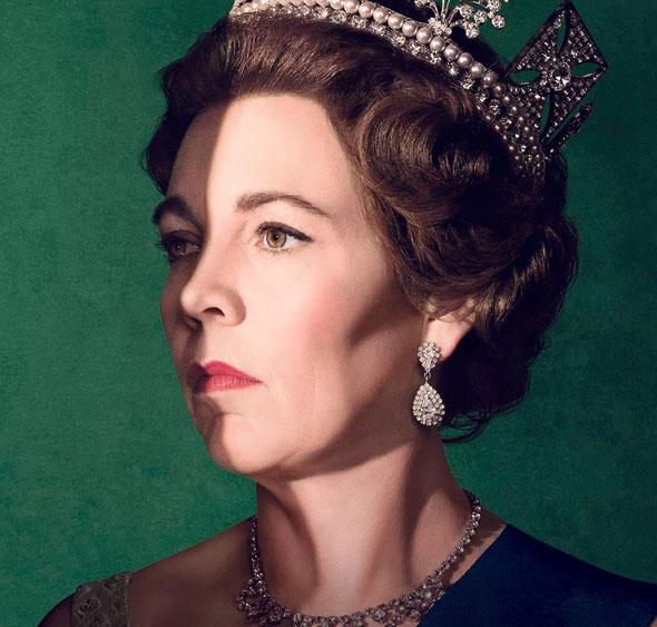 """אוליביה קולמן כמלכה אליזבת בכרזה ל""""הכתר"""". עוצמה, עצבות ואופל בלתי ניתנים לערעור"""