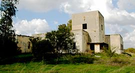 קירות מתקלפים משטרת באטאני 1, צילום: אלי אליאן // ויקיפדיה