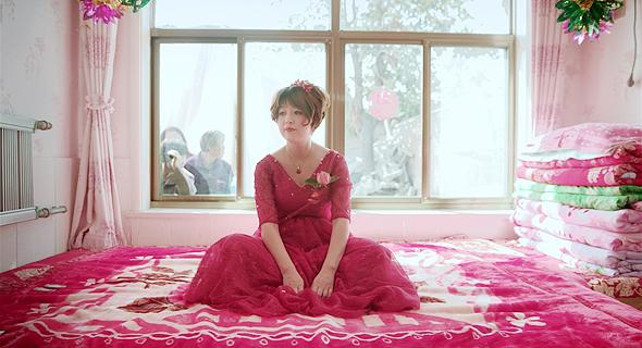 גיי קי, אחת מגיבורות הסרט שנישאת בסופו של דבר, ביום כלולותיה