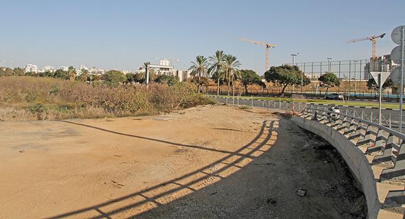 המתחם בהרצליה, בסמוך למחלף שבעת הכוכבים. על פי טבלאות איחוד וחלוקה, אין לעירייה זכויות בנייה סחירות בשטח