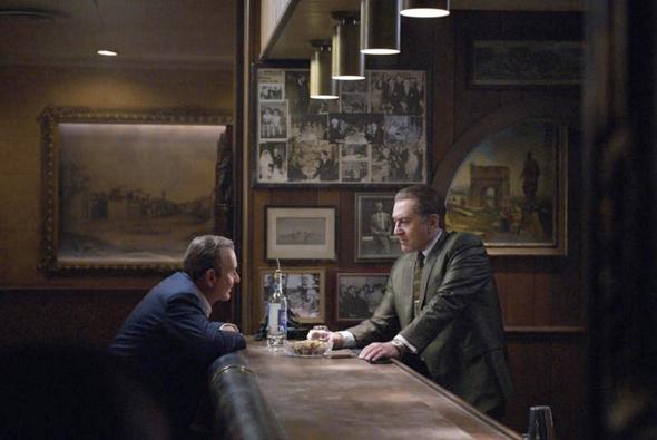 """רוברט דה נירו וג'ו פשי ב""""האירי"""". סרט שהוא קיצור תולדות סרטי הגנגסטרים ופגישת מחזור קולנועית"""
