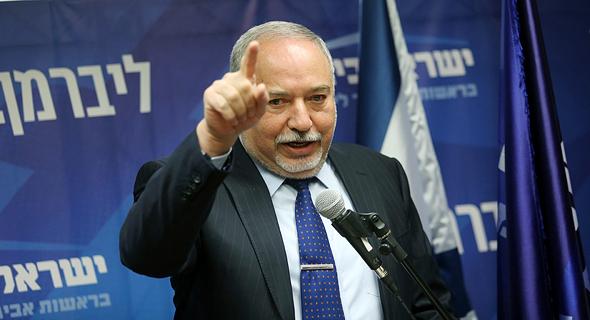 מסיבת עיתונאים אביגדור ליברמן ישראל ביתנו, צילום: אלכס קולומויסקי