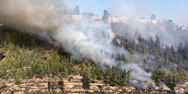 שריפה משתוללת במבשרת ציון; תושבים מפונים