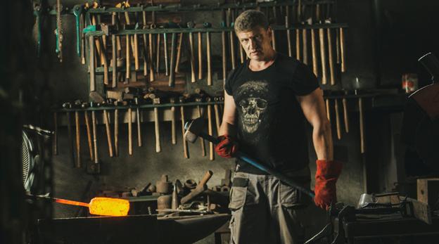 אלכס ניקונוב משוגעים לדבר אלכס יצרן סכינים, צילום: תומי הרפז