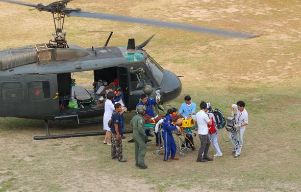 פצועים מפונים למסוק יואי, צילום: שאטרסטוק