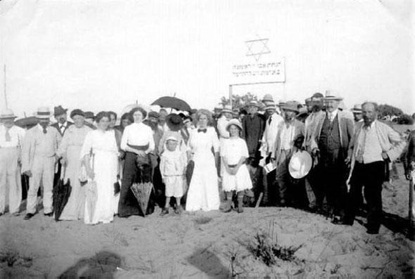 """הנחת אבן הפינה לשכונת """"חברה חדשה"""", 1912"""