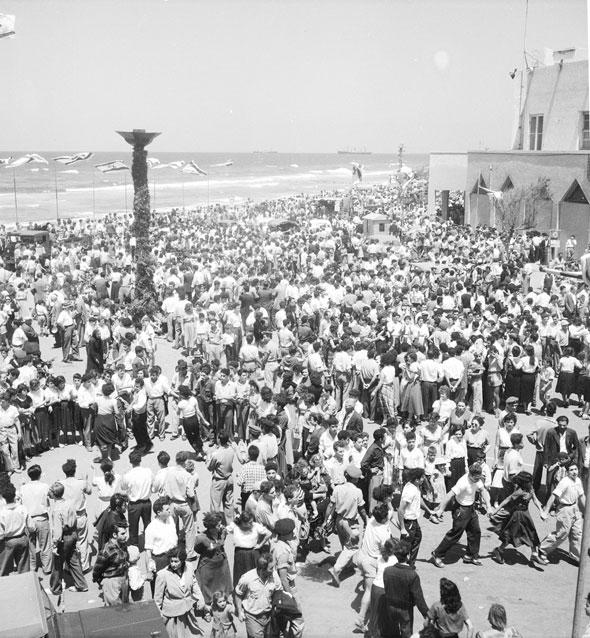 כיכר הכנסת.  הפגנות סוערות ואירועים רשמיים