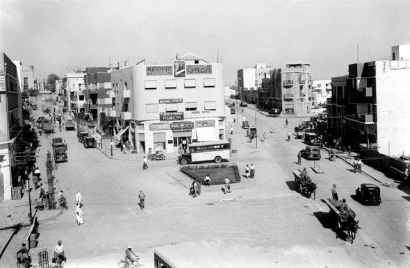 כיכר המושבות בשנות העשרים. רחוב החשמל ודרך בגין כפי שנראו אז