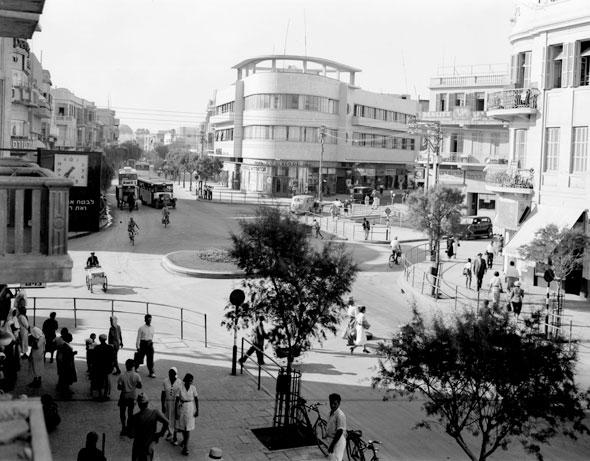 1936 כיכר מגן דוד. הצטלבות של הרחובות המרכזיים בעיר