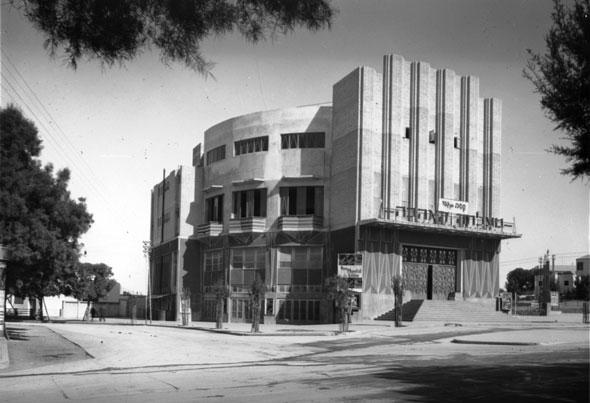 קולנוע מוגרבי והרחבה לצידו - כיכר ב' בנובמבר