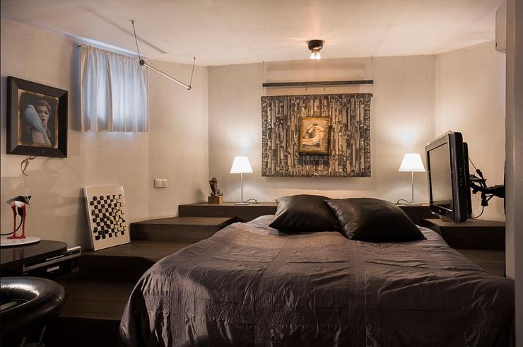 חדר שינה בגווני שחור, צילום: Netherlands Sotheby