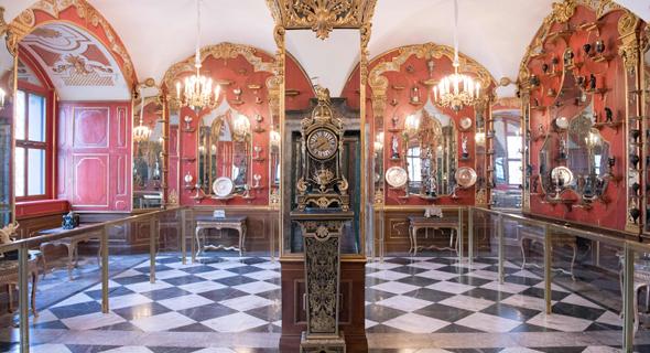 חלק מהתכשיטים המוצגים במוזיאון, צילום: AP