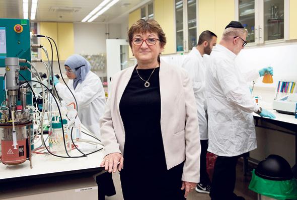 נשיאת המכללה הטכנולוגית עזריאלי בירושלים פרופ' רוזה אזהרי