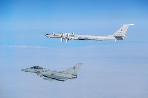 טייפון מיירט מפציץ רוסי מעל אסטוניה, צילום: RAF