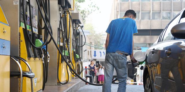 """במוצ""""ש בחצות: הדלק יוזל ב-15 אג' ל- 5.99 שקלים לליטר"""