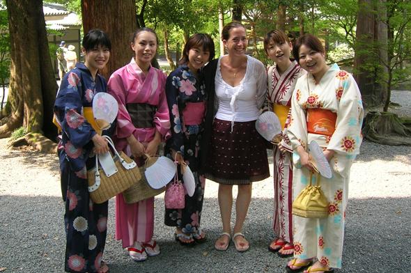 יפן, הביאו לפגישת עסקים מתנות מתכלות כמו שוקולד או שתייה