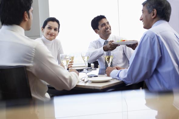 פגישת עסקים בהודו, רק הדרגים הבכירים מקבלים החלטות